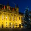 Illuminated Christmas tree on a Burg square in Bruges, Belgium — Stock Photo