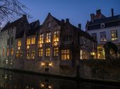 House decorated with Christmas stars along canal at night in Bruges, Belgium — Stock Photo