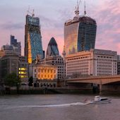 Modern buildings on a sunset in London, England — Stock Photo