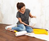 Happy beautiful young woman doing wall painting — Stock Photo