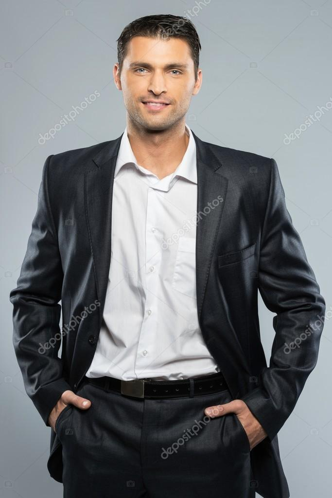 homme beau bien habill en costume noir et chemise blanche photo 39147573. Black Bedroom Furniture Sets. Home Design Ideas