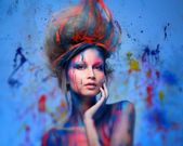 Young woman muse with creative body art and hairdo — Foto Stock