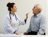 Senior man at doctors's office appointment — Stockfoto