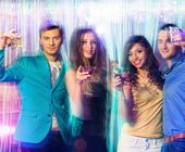 Group of happy young people dancing at night club — Foto de Stock