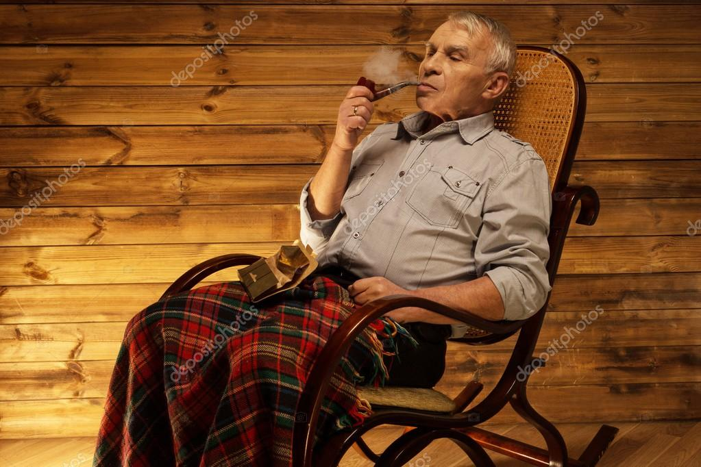 Playlist (120) - Page 2 Depositphotos_41872663-stock-photo-senior-man-with-smoking-pipe