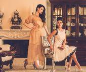 Women in luxury house interior — Stock Photo