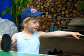 The little boy shows the direction — Stock Photo