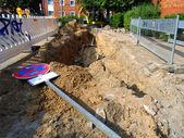 La excavadora en un agujero con un cable — Foto de Stock