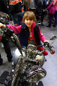 The little girl with the motorcycle — Stock Photo