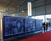 Hannover, tyskland - 13 mars: stå i tyskland armén på 13 mars 2014 på cebit datorn expo, hannover, tyskland. cebit är världens största dator expo — Stockfoto