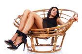 потрясающий женщина лежит на кресле — Стоковое фото
