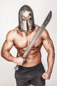 Barbariant sin camisa con sonrisa enojada — Foto de Stock