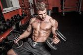 Bodybuilder est ayant fonctionné — Photo