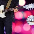 Man is rocking white guitar — Stockfoto