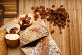 Composition of raisins and bread — Stock Photo