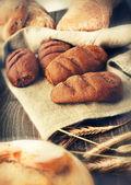 Bröd på ett linne cloith — Stockfoto