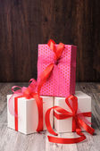 Pink gift box on the top of two white boxes — Stockfoto