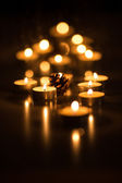 Pine cone and tea candles with bokeh effect — 图库照片