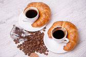 Two coffees and two croissants — 图库照片