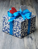 Valentine surprise gift with blue ribbon — Foto Stock
