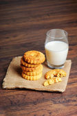 Cookies and milk on a wooden surface — Stock Photo