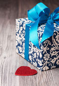 Floral pattern blue box and a little heart — Foto Stock