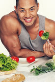 Man eating vegetables — Stockfoto