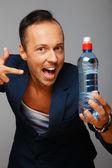 Hombre con botella de agua — Foto de Stock