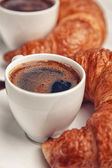 Kaffe och croissanter — Stockfoto