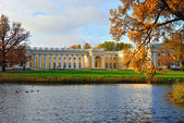 The Alexander palace in Pushkin. Autumn landscape — Stock Photo