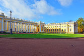 The Alexander palace in Pushkin, Autumn landscape — Stock Photo