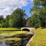 Summer landscape of the Pavlovsk garden, Pil-Tower pavilion. — Stock Photo #31582683