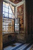 Zimmer und fenster in den vatikanischen museen — Stockfoto