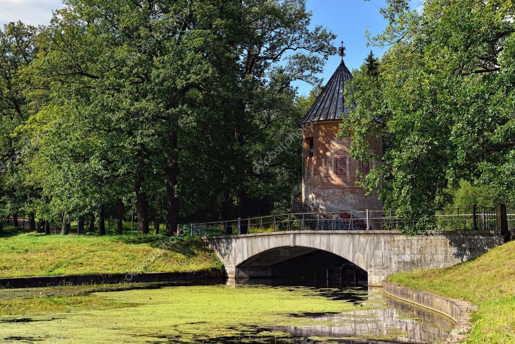 巴甫洛夫斯克花园,俄罗斯的夏天风景.