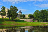The pond and palace in Gatchina garden. — Stock Photo