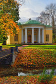 "Landscape with ""Concert Hall"" pavilion in Pushkin. — Stock Photo"
