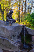 "Fountan ""Girl with Jar"" in Catherine park in Pushkin, Russia. — Stock Photo"