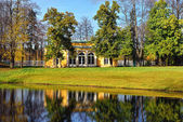 "Landscape with ""Evening Hall"" pavilion in Pushkin. — Stock Photo"