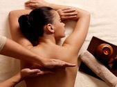 Masaj spa salonu içinde sahip kadın — Stok fotoğraf