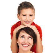портрет счастливой молодой матери с сыном — Стоковое фото