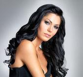 Mujer con cabello largo belleza — Foto de Stock