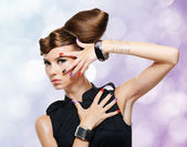 Beautiful glamour girl with creative hairstyle — Stock Photo