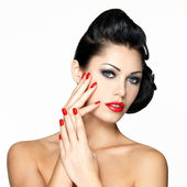 Beautiful woman with red nails and fashion makeup — Stock Photo