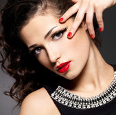 Beauty fashion woman with red nails and makeup — Stockfoto