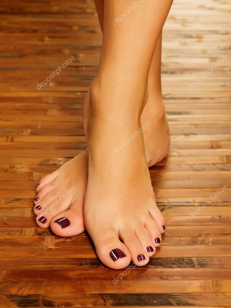 piedi femminili presso salone spa sulla procedura di