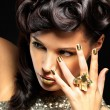 Beautiful woman with golden nails and fashion makeup — Stock fotografie