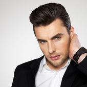 Closeup volto di un uomo d'affari di moda in tuta — Foto Stock
