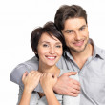 closeup πορτρέτο του όμορφη ευτυχισμένο ζευγάρι - απομονωθεί — Φωτογραφία Αρχείου