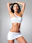 Mükemmel bronzlaşmış vücudu güzel kadınla — Stok fotoğraf