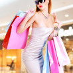 Beautiful fashion woman with shopping bags — Stock Photo